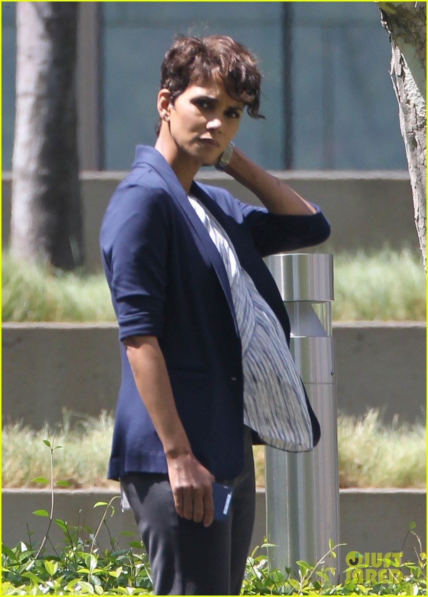 halle berry extant new golden age of television 043093117