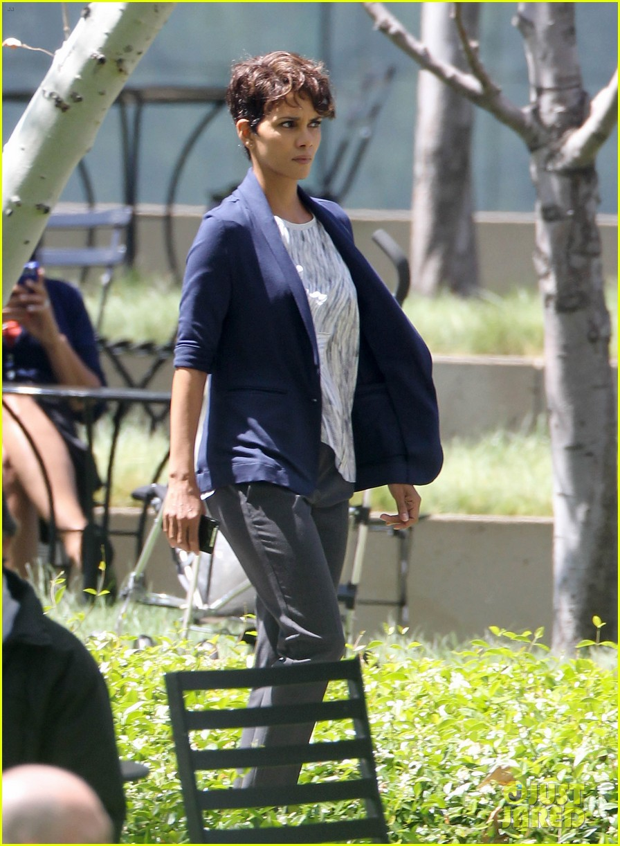 halle berry extant new golden age of television 183093131