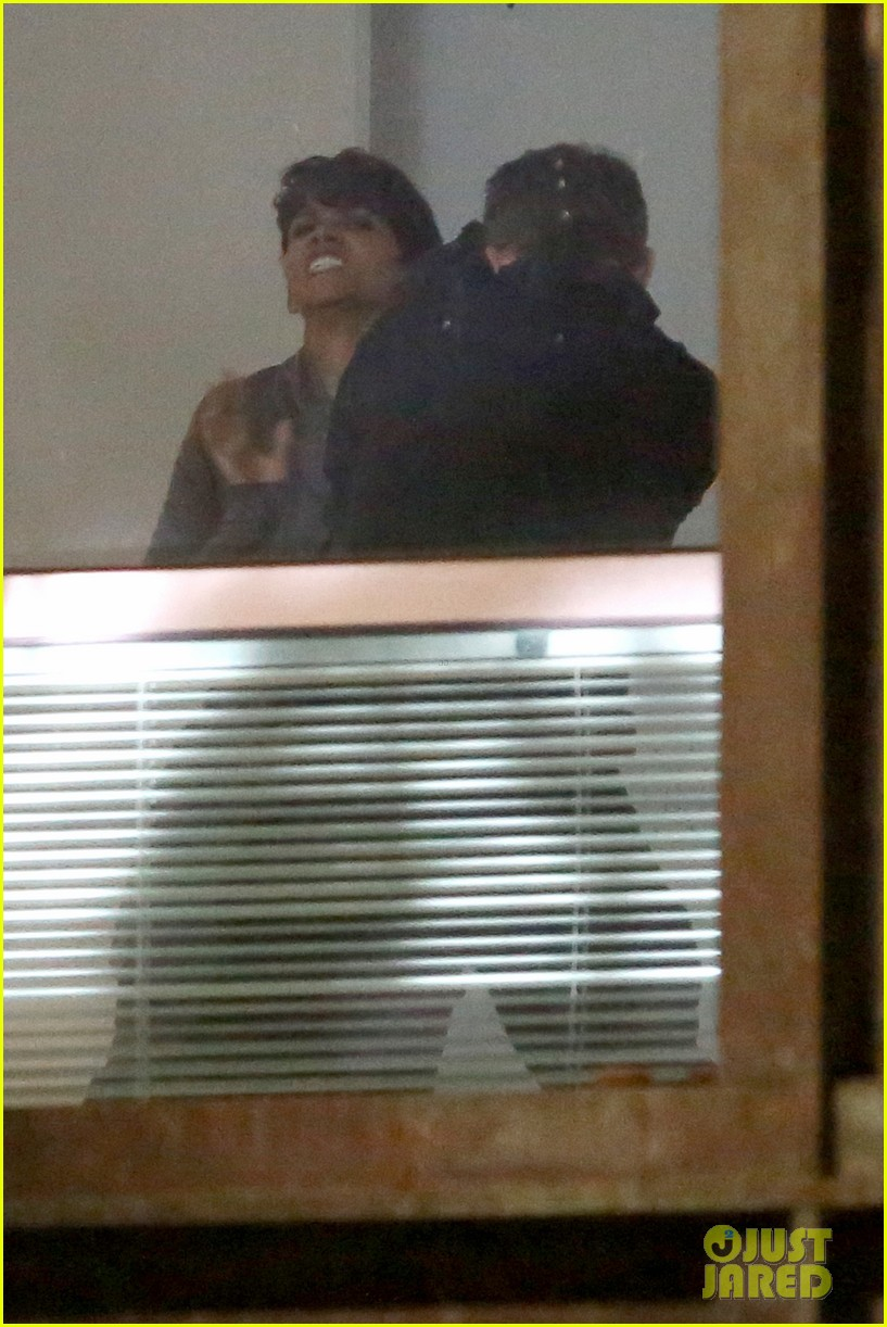 halle berry bares her teeth throws punches for extant 083100595