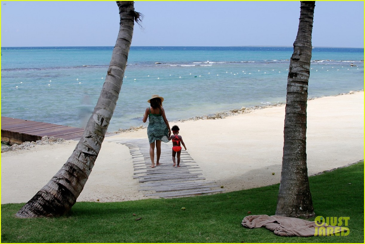 beyonce jay z blue ivy dominican republic vacation 053087923