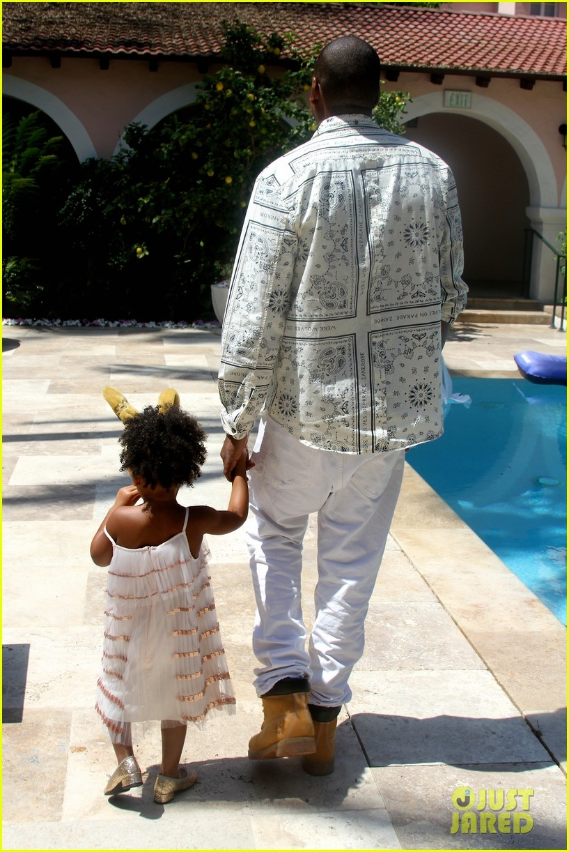 beyonce blue ivy meet the easter bunny 033096115