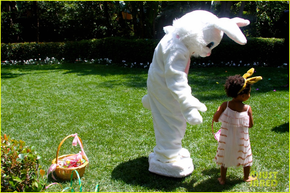 beyonce blue ivy meet the easter bunny 053096117