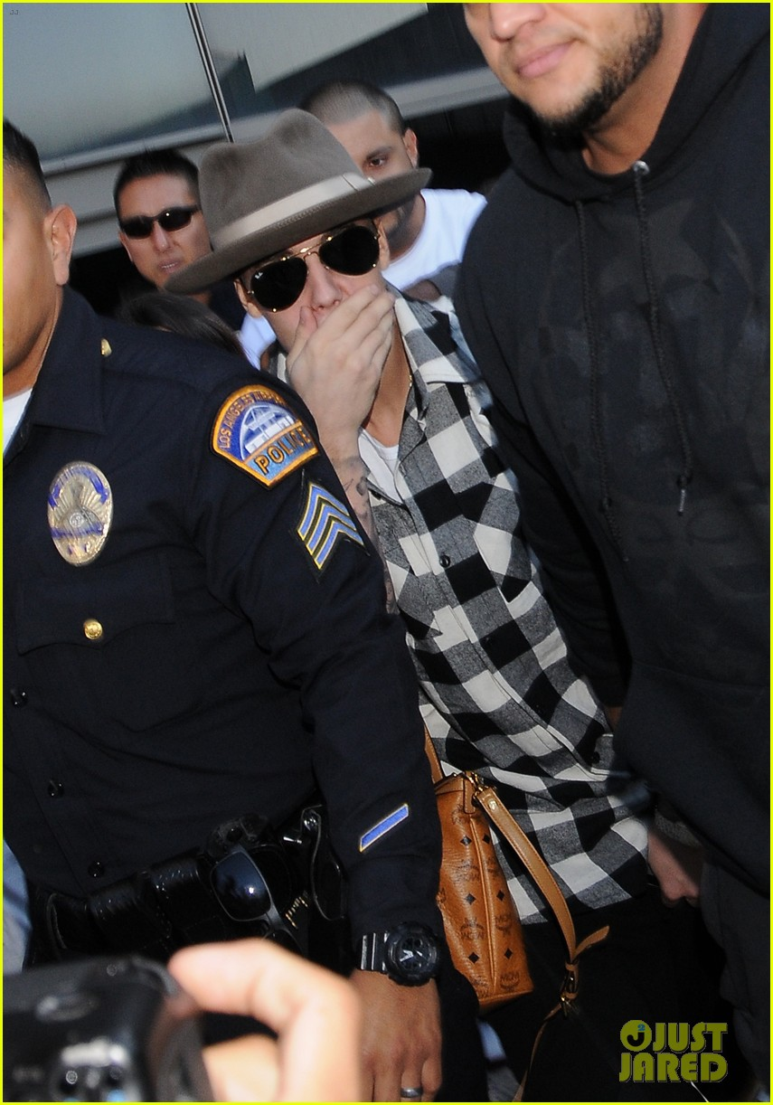 justin bieber gets released by customs at lax airport 083098636