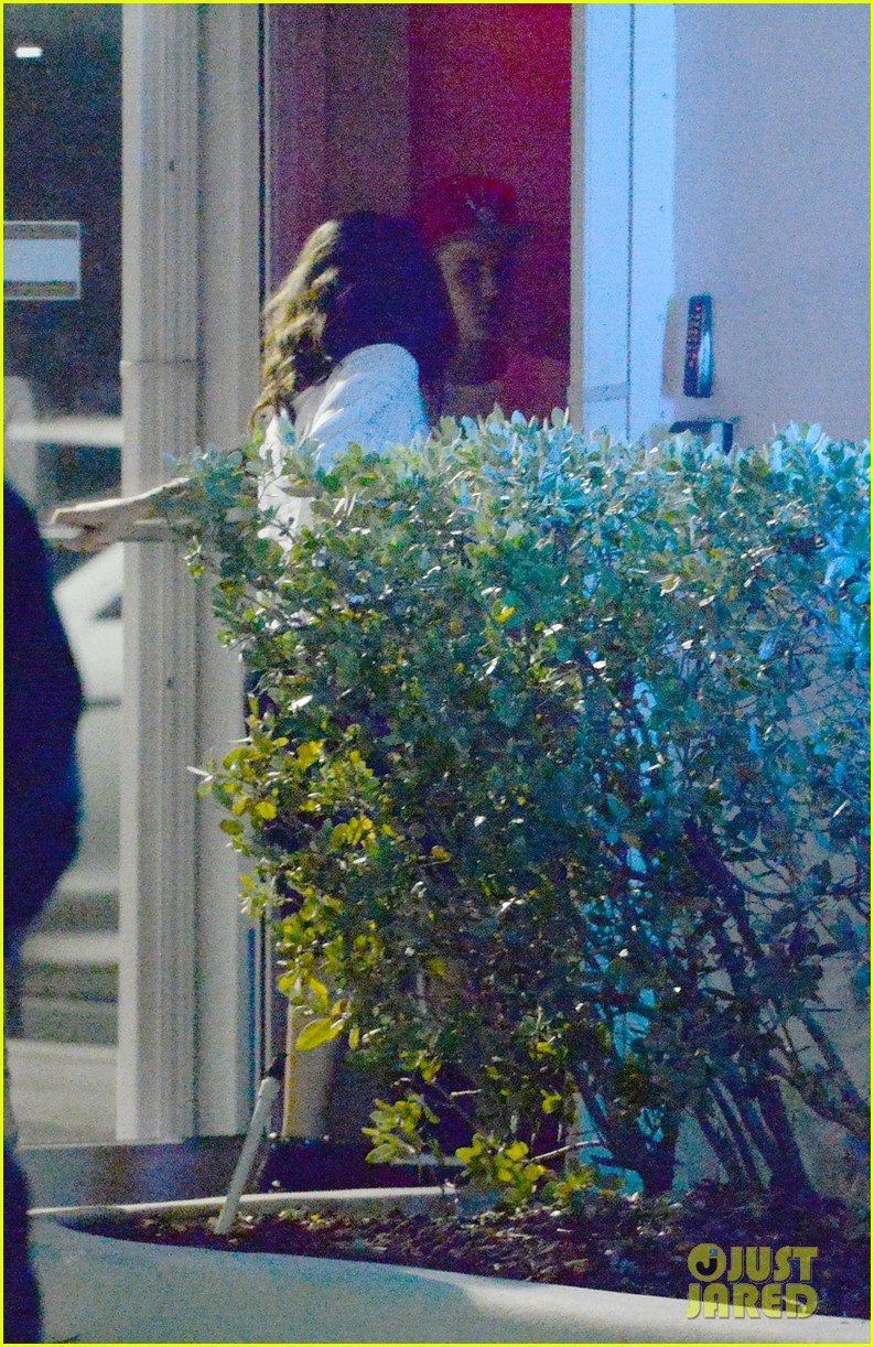 selena gomez joins justin bieber for a studio session 033087386