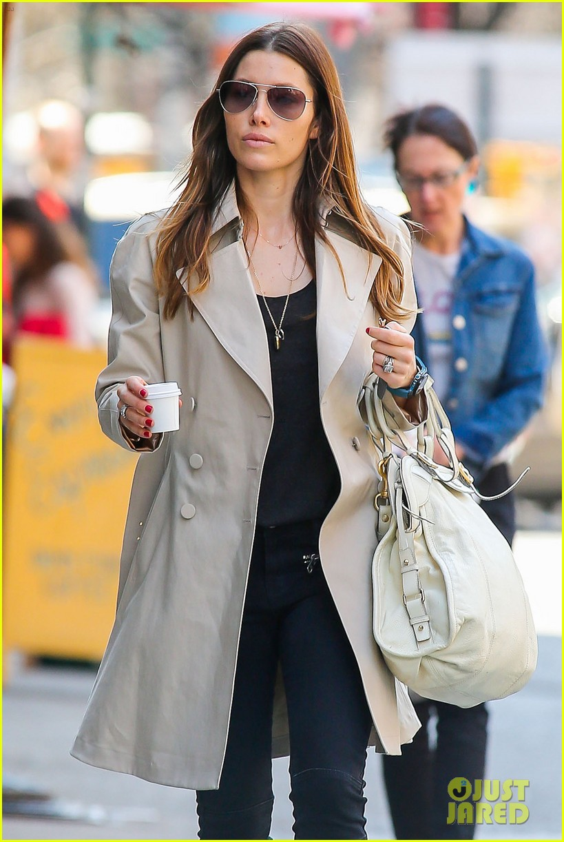 jessica biel amazed by people in pajamas at airports 063092252