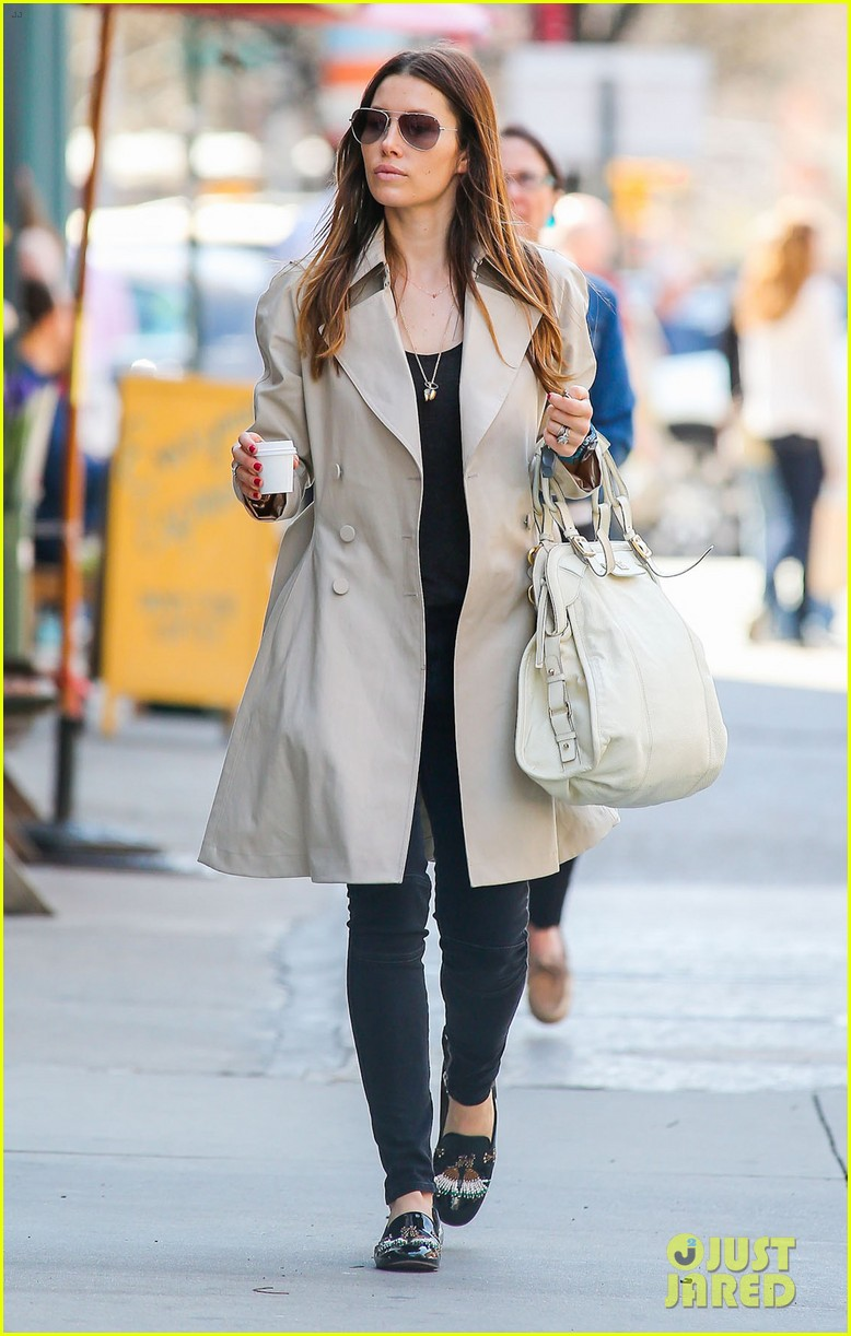 jessica biel amazed by people in pajamas at airports 073092253