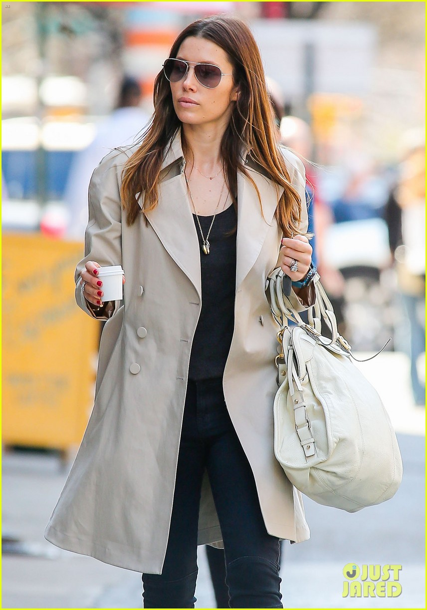 jessica biel amazed by people in pajamas at airports 083092254