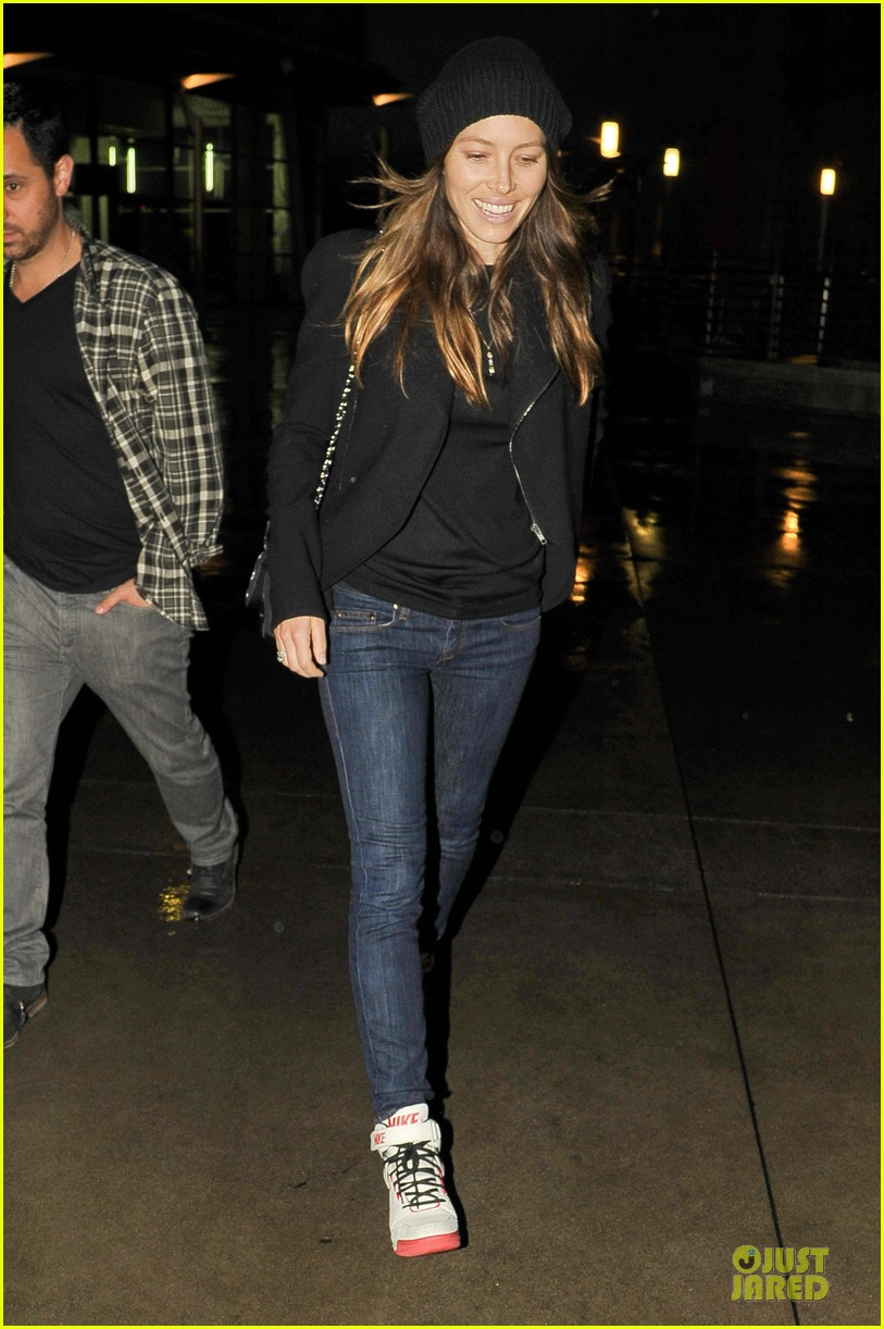 jessica biel smile excitement for friday movie nights 033099799