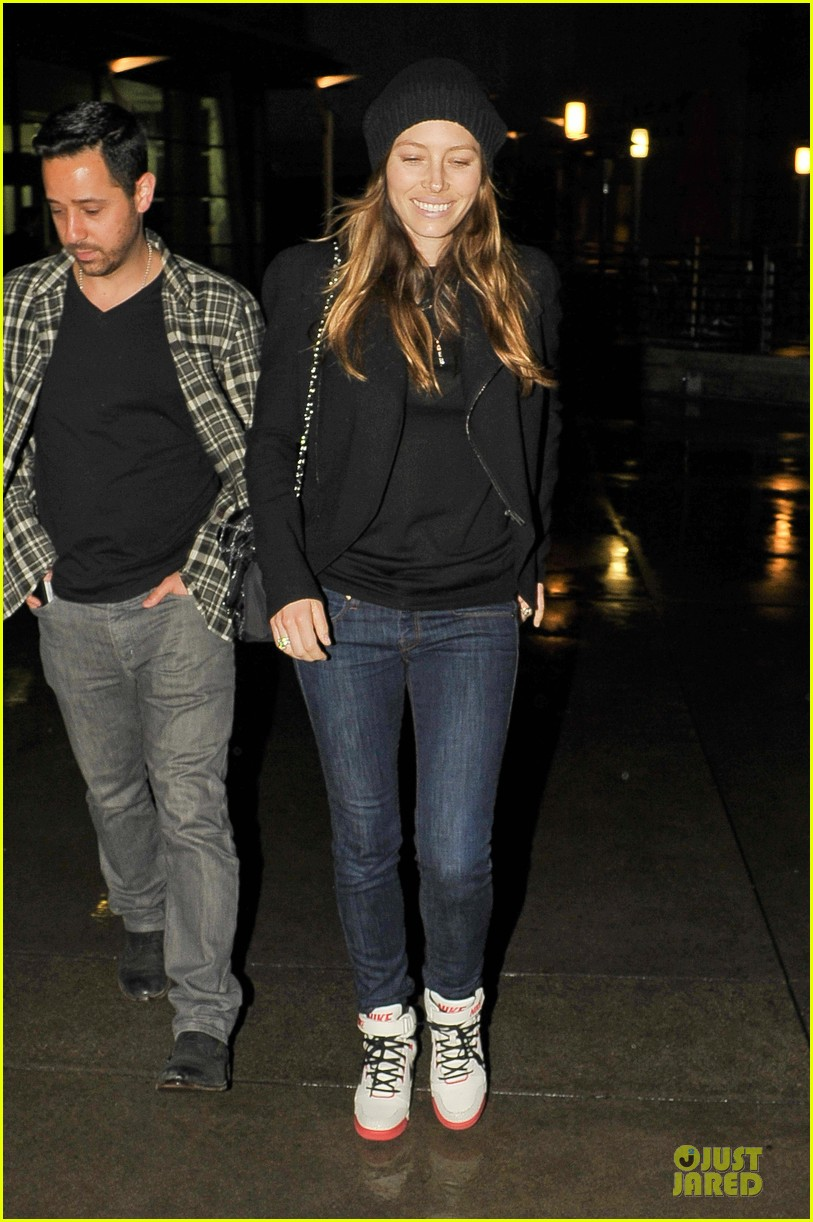 jessica biel smile excitement for friday movie nights 043099800