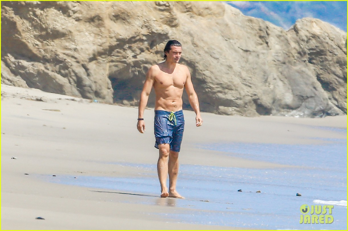 orlando bloom shirtless beach body 173096199