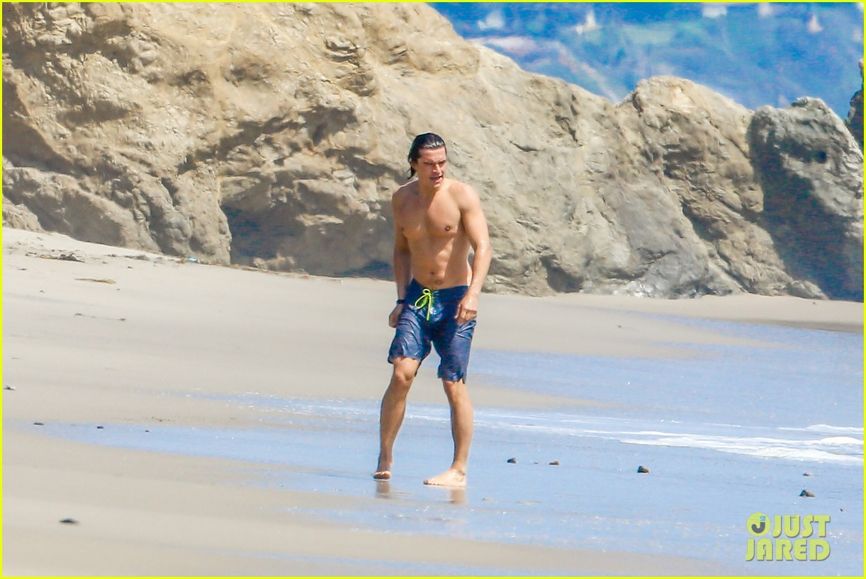 orlando bloom shirtless beach body 233096205