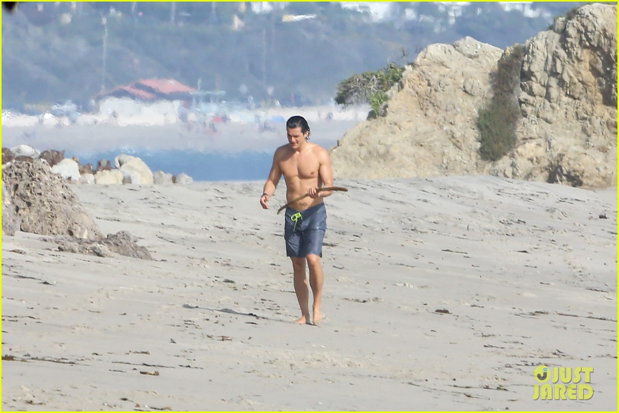 orlando bloom shirtless beach body 343096216