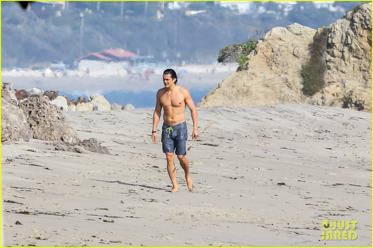 orlando bloom shirtless beach body 443096226