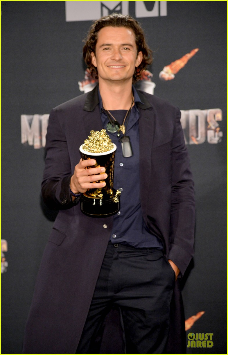 orlando bloom wins at mtv movie awards 2014 023091387