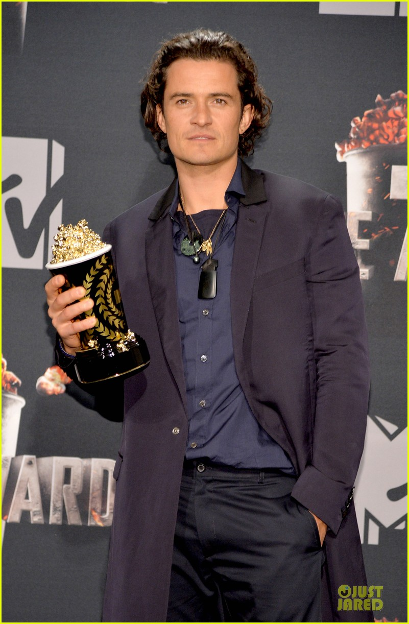 orlando bloom wins at mtv movie awards 2014 043091389