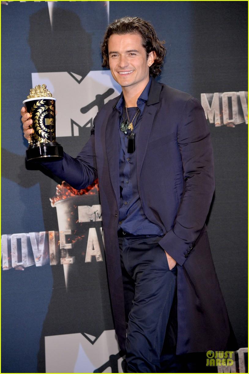 orlando bloom wins at mtv movie awards 2014 063091391
