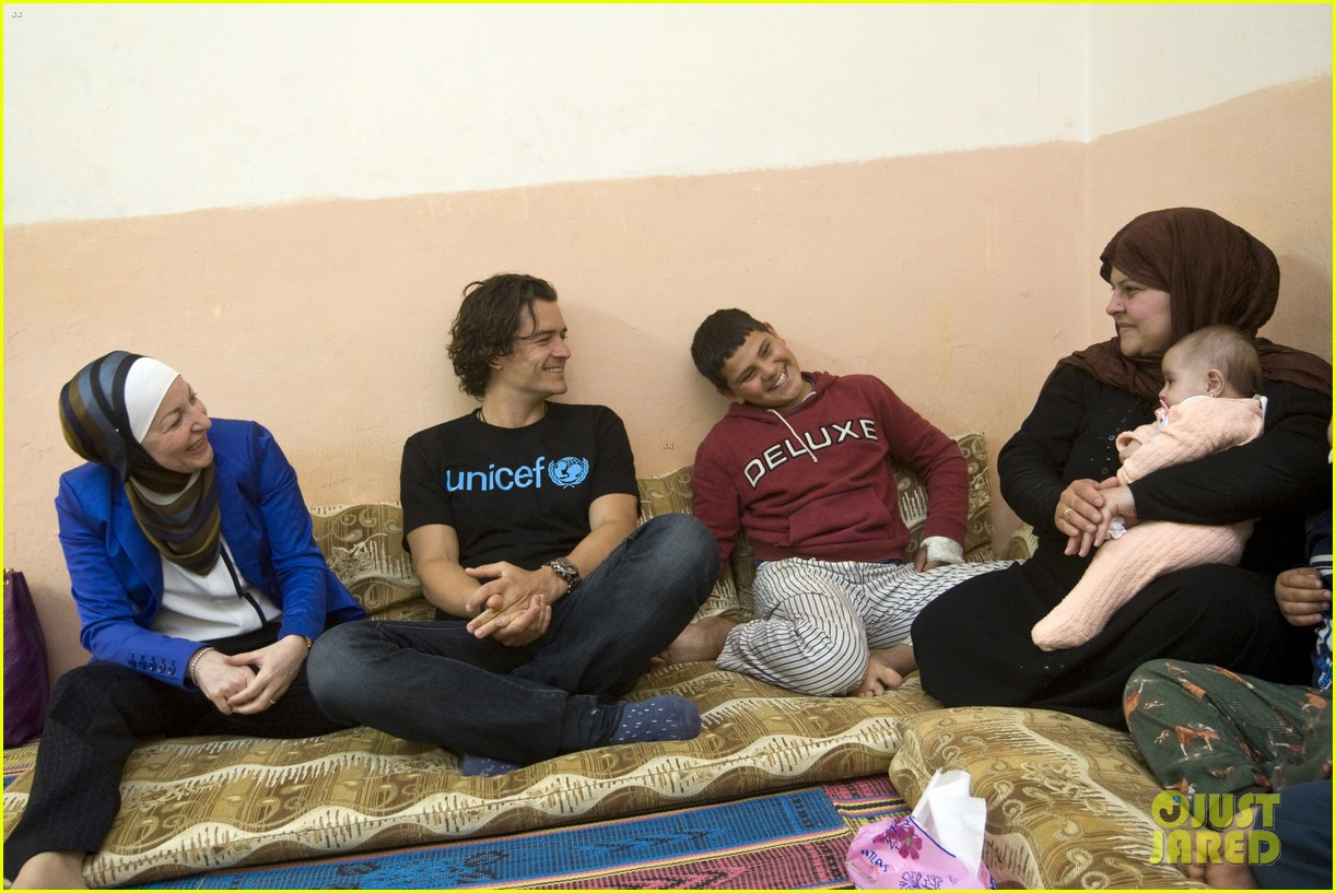 orlando bloom visits syrian refugees in jordan 043091851