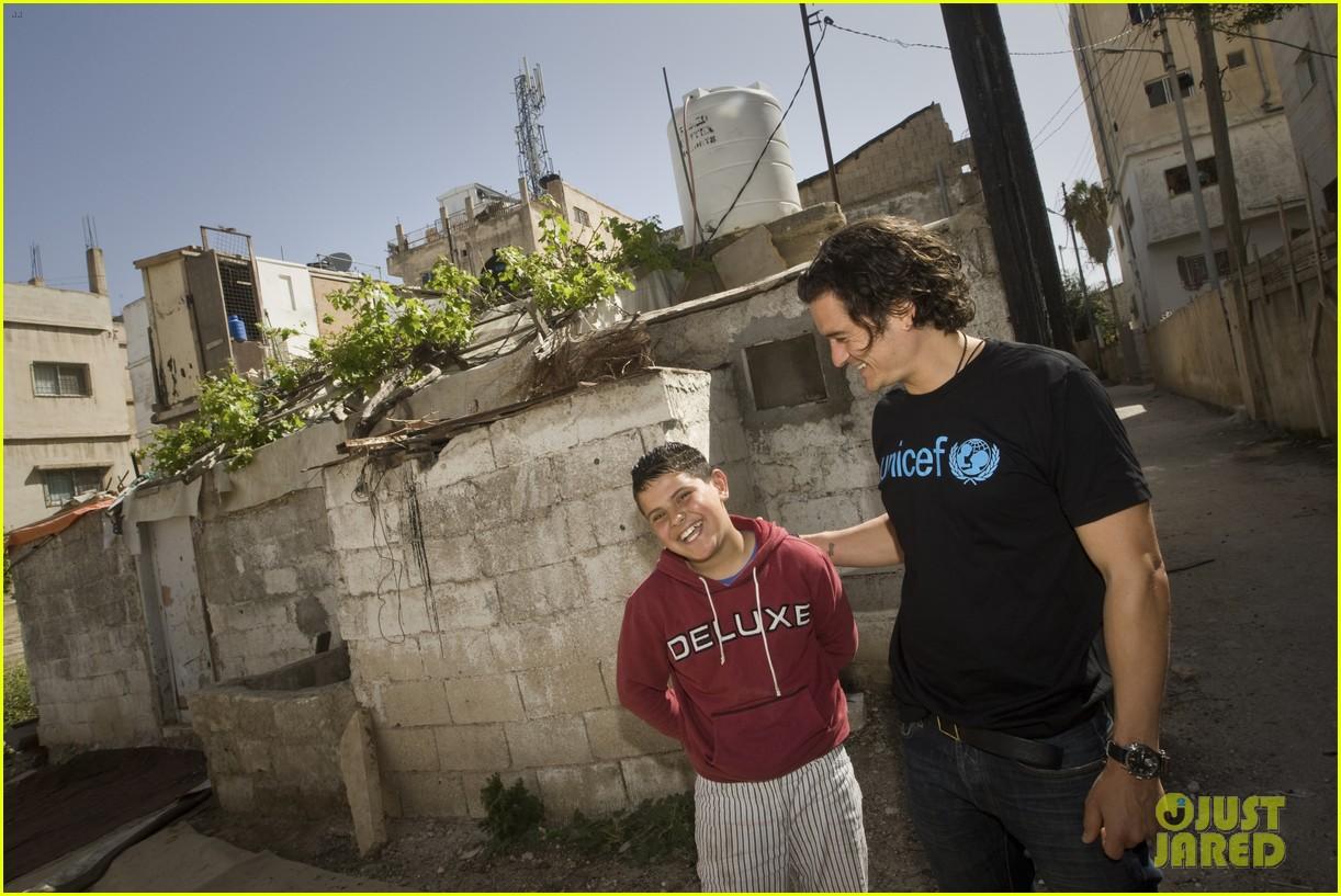 orlando bloom visits syrian refugees in jordan 053091852