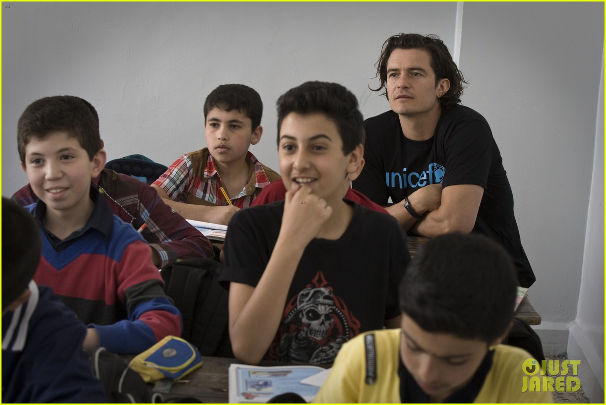 orlando bloom visits syrian refugees in jordan 103091857