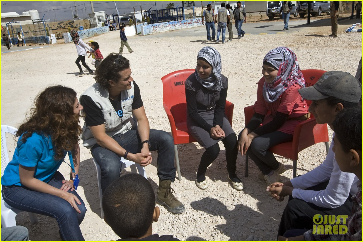 orlando bloom visits syrian refugees in jordan 163091863
