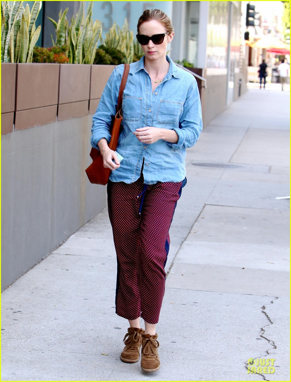 emily blunt denim shirt perfect mix 013093666