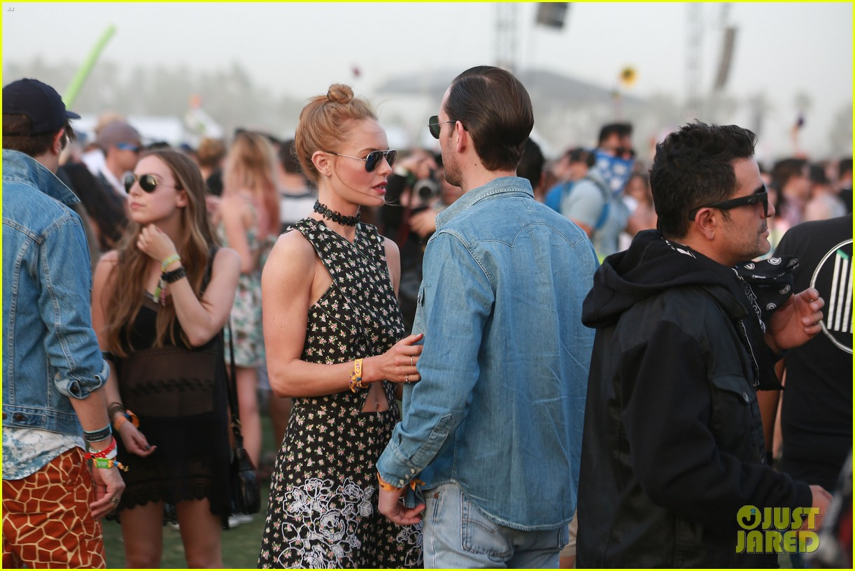 kate bosworth michael polish display pda at coachella 023090223