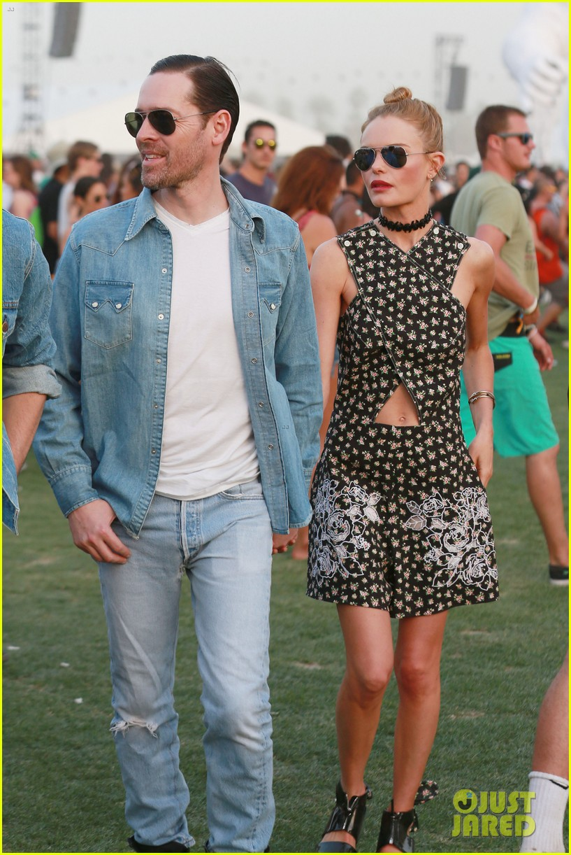 kate bosworth michael polish display pda at coachella 063090227