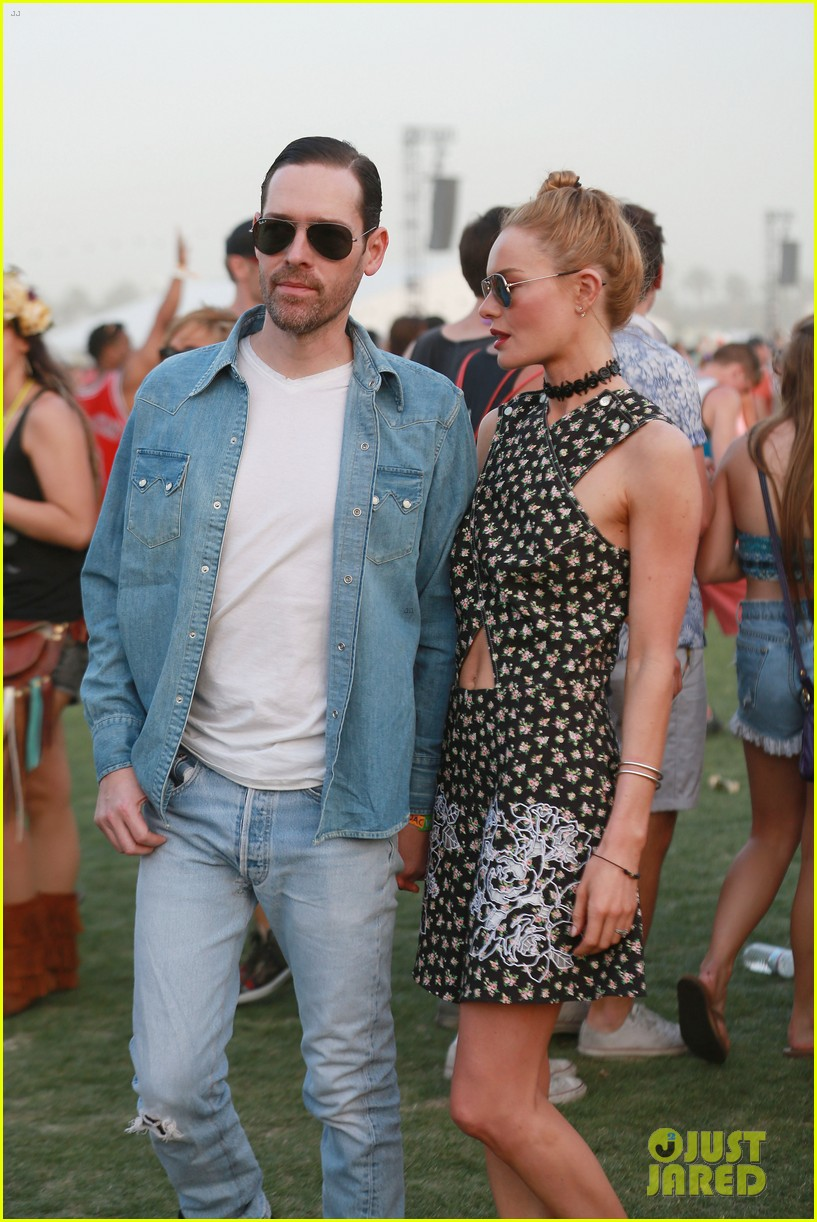 kate bosworth michael polish display pda at coachella 113090232
