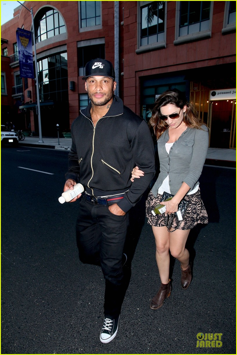 kelly brook holds david mcintosh huge arms 04