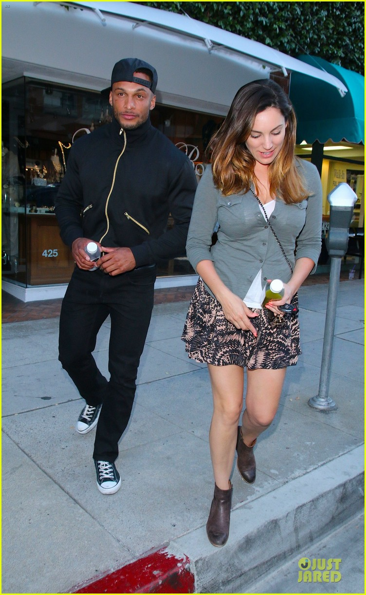 kelly brook holds david mcintosh huge arms 053087306