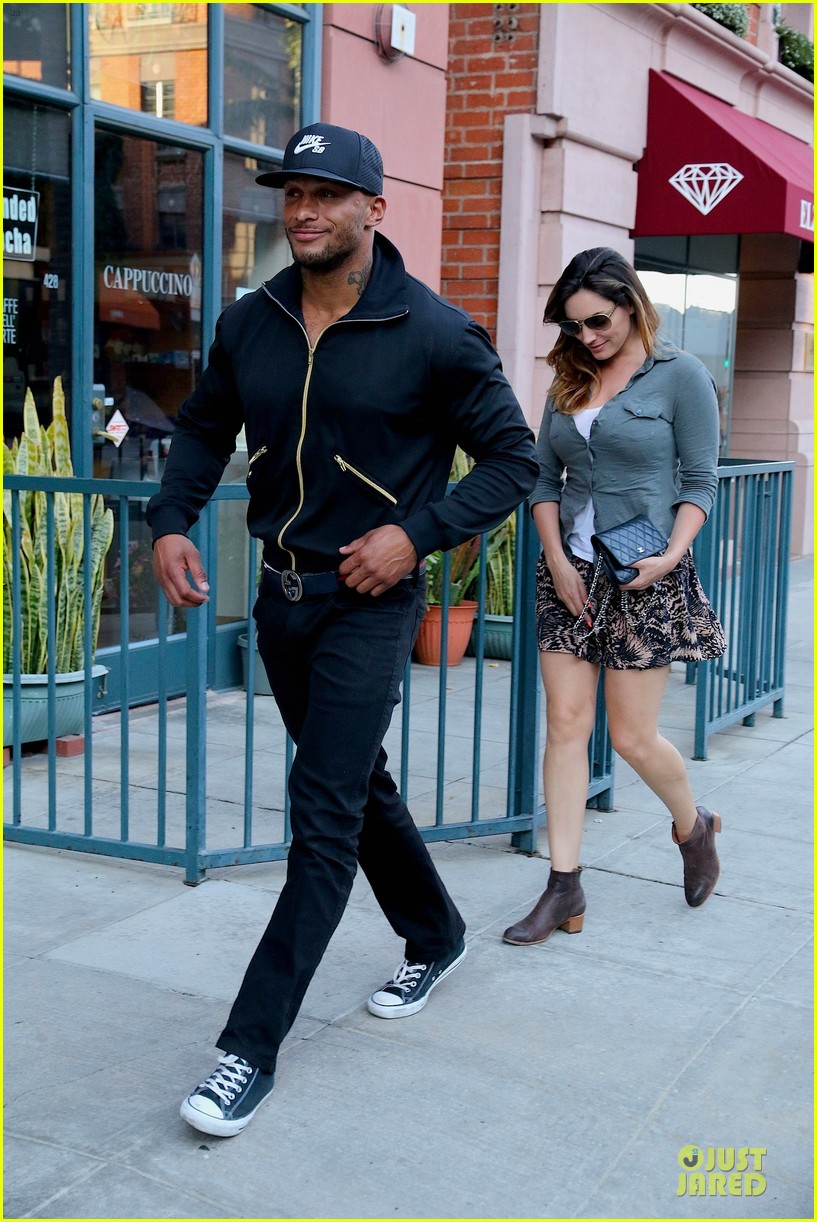 kelly brook holds david mcintosh huge arms 073087308
