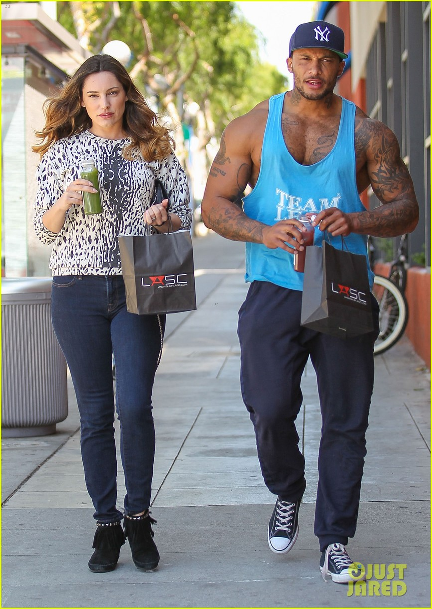 kelly brook boyfriend loves showing off beefed up body 033084811