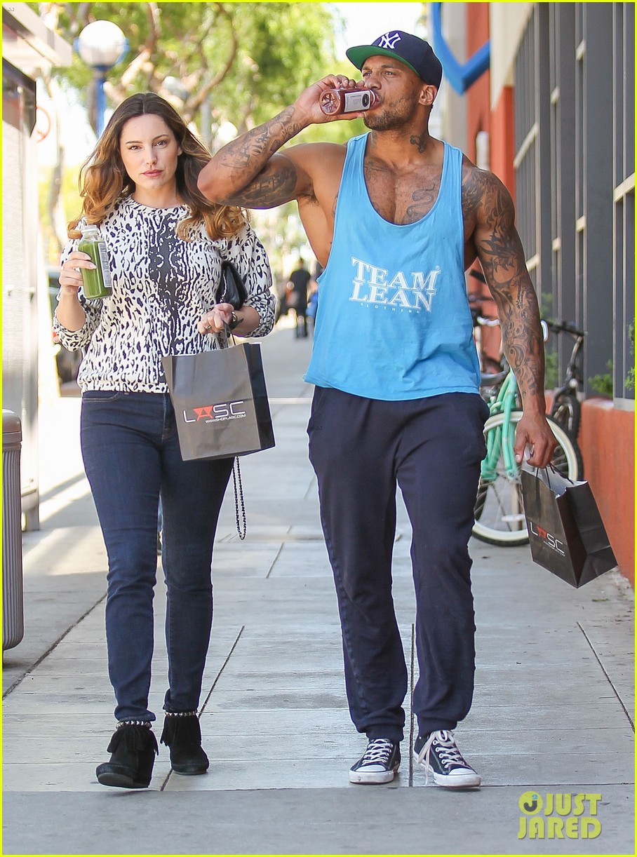 kelly brook boyfriend loves showing off beefed up body 063084814