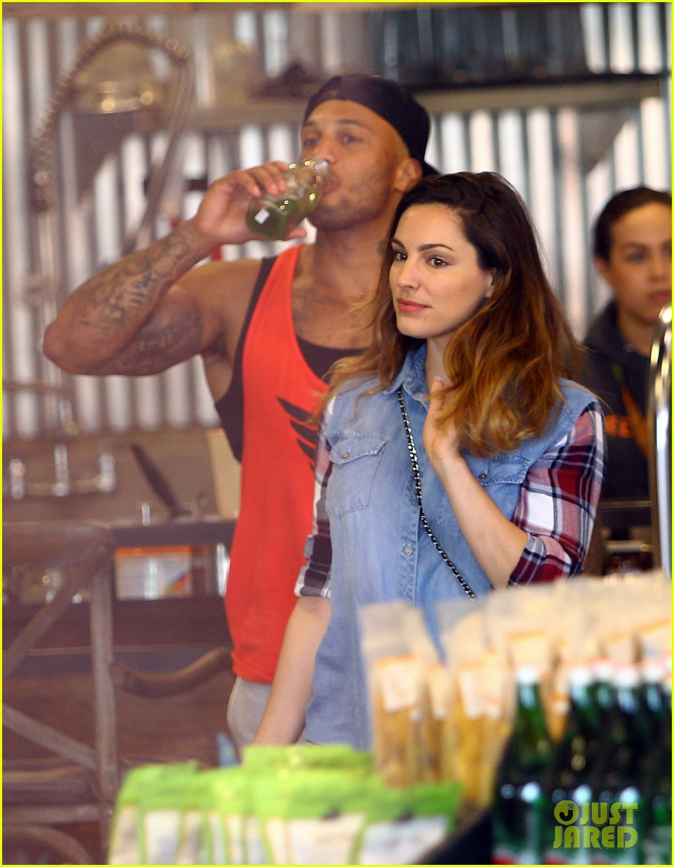 kelly brook boyfriend loves showing off beefed up body 113084819