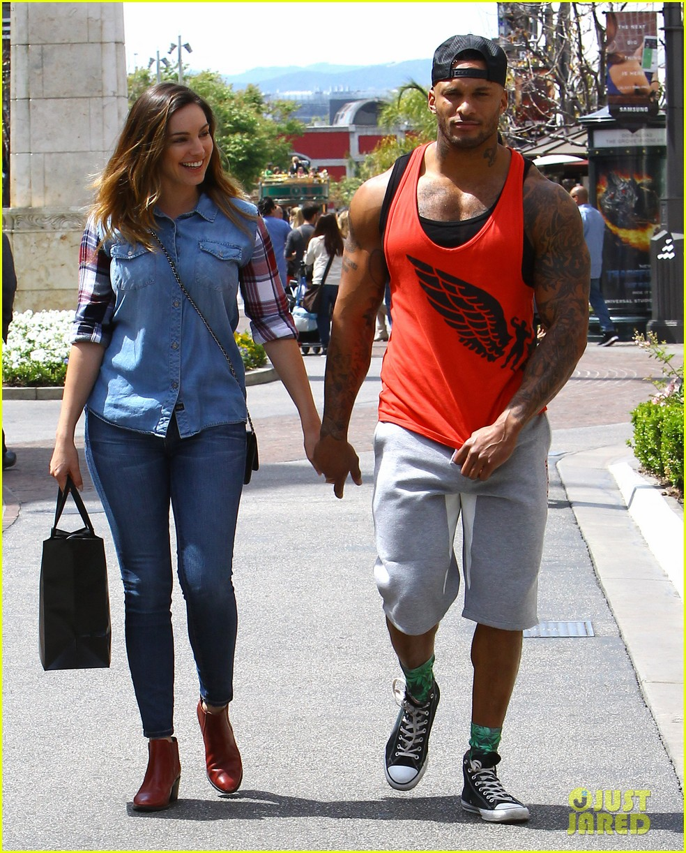 kelly brook boyfriend loves showing off beefed up body 143084822