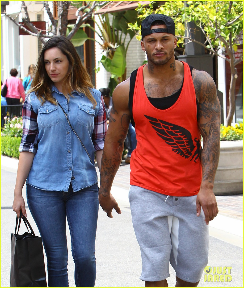 kelly brook boyfriend loves showing off beefed up body 153084823