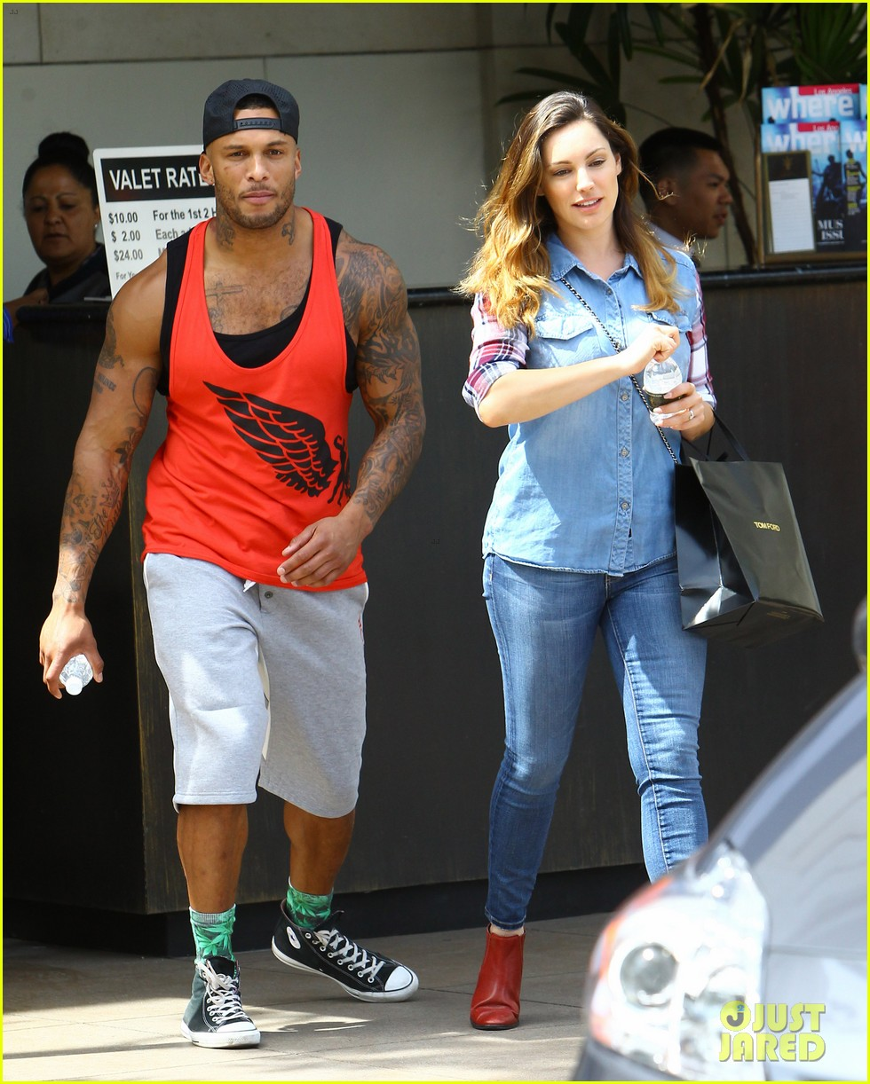 kelly brook boyfriend loves showing off beefed up body 203084828