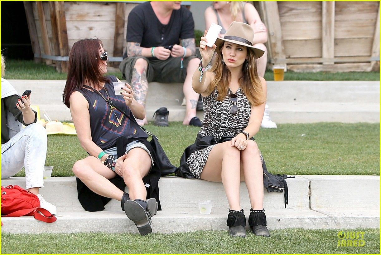 kelly brook takes selfie at coachella 063095073