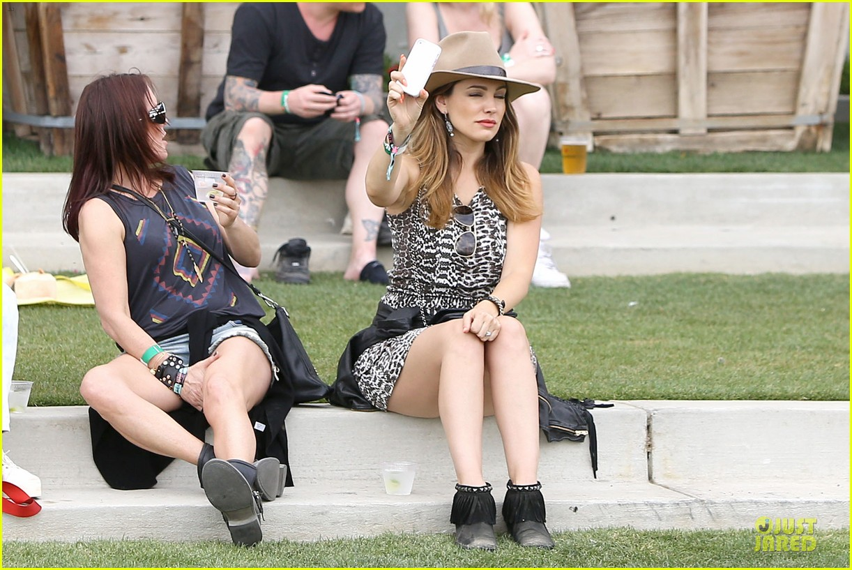 kelly brook takes selfie at coachella 093095076