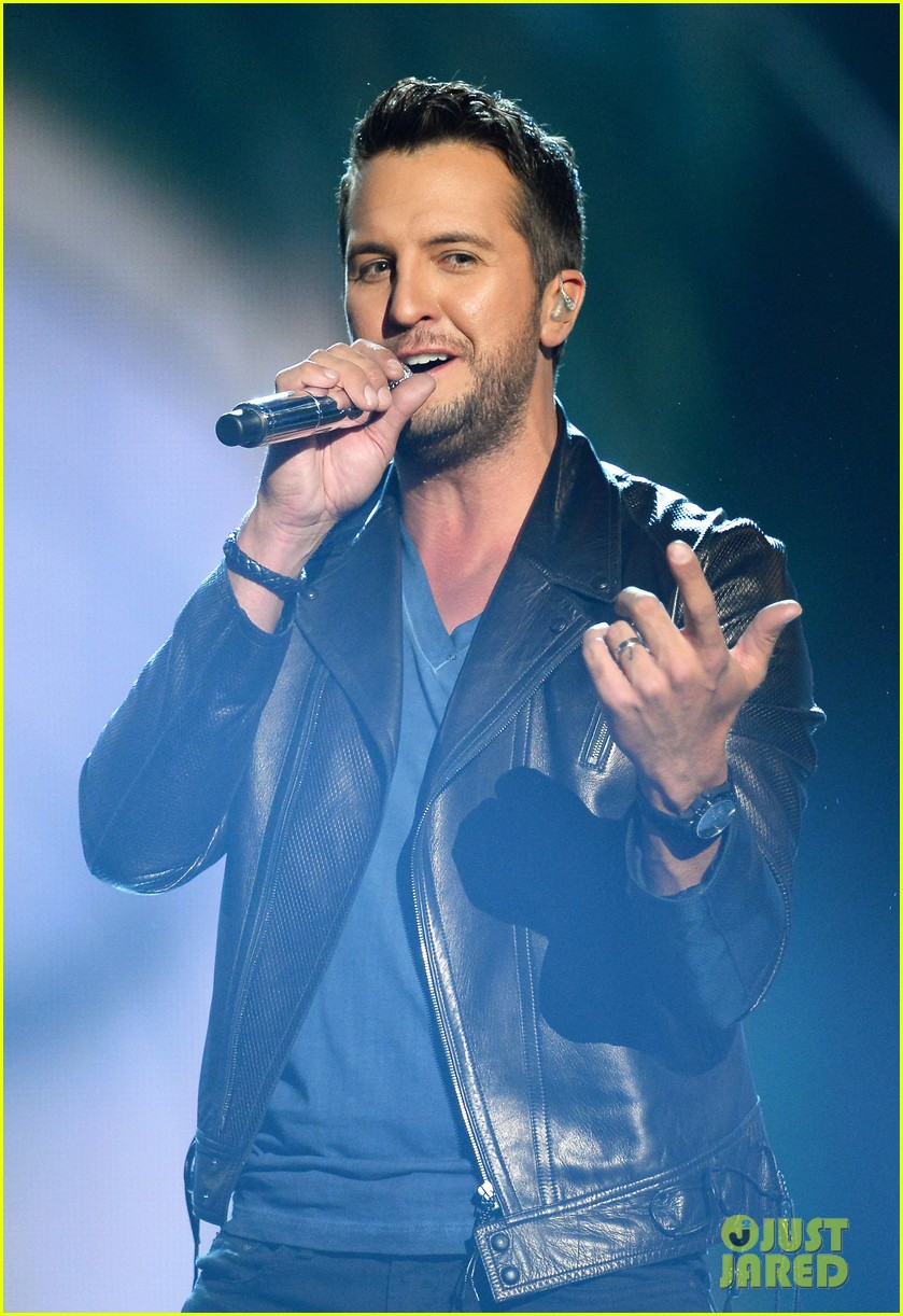 luke bryan play it again acm awards 2014 07
