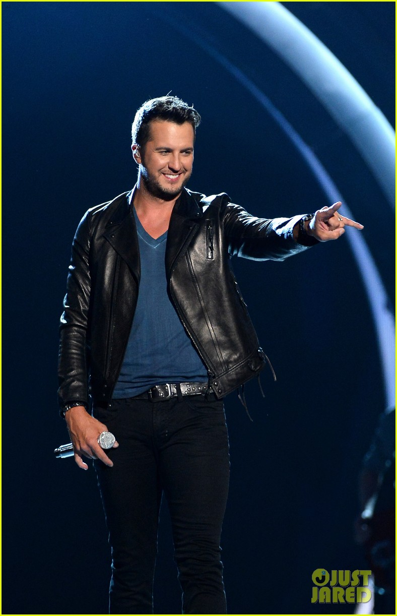 luke bryan play it again acm awards 2014 08
