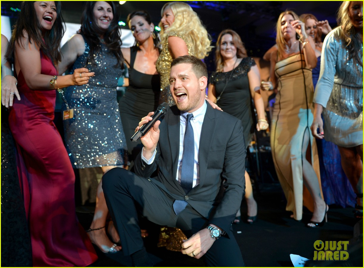 michael buble receives muhammad ali humanitarian award 163090897