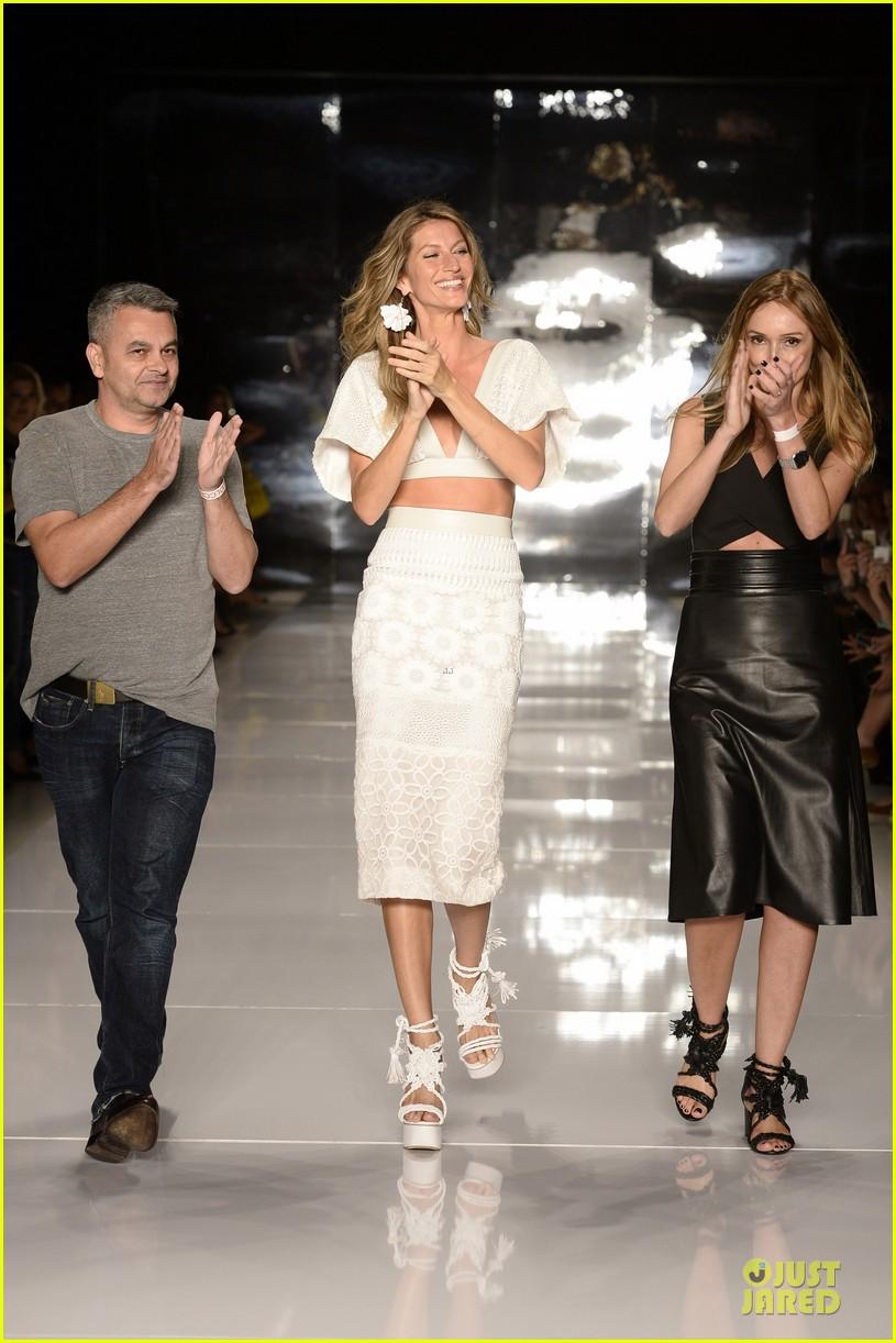 gisele bundchen cheered by tom brady at colcci fashion show 103083661