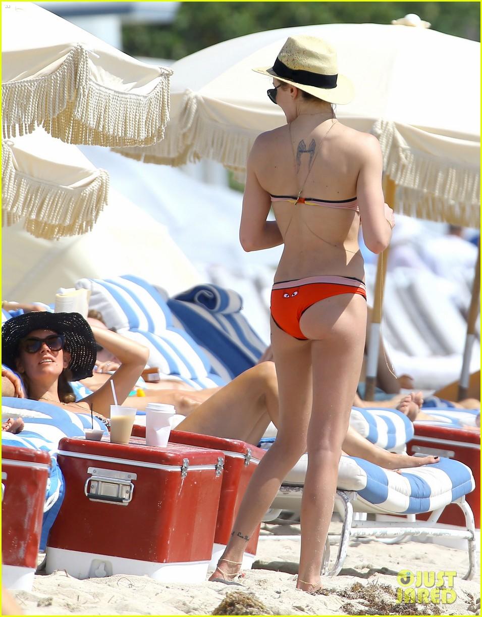 arrows katie cassidy shows off amazing body in tiny bikini 073102014