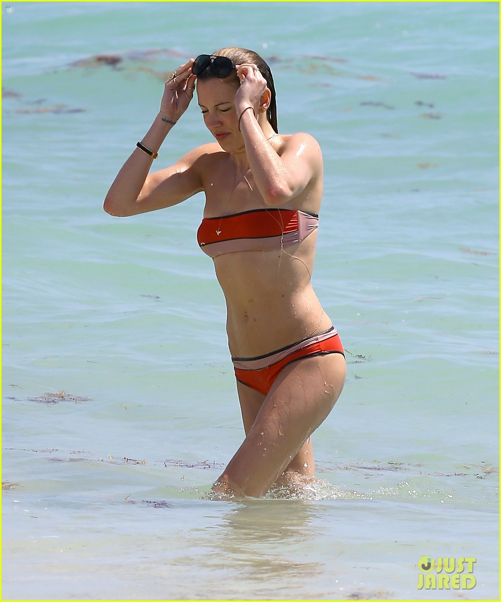 arrows katie cassidy shows off amazing body in tiny bikini 083102015