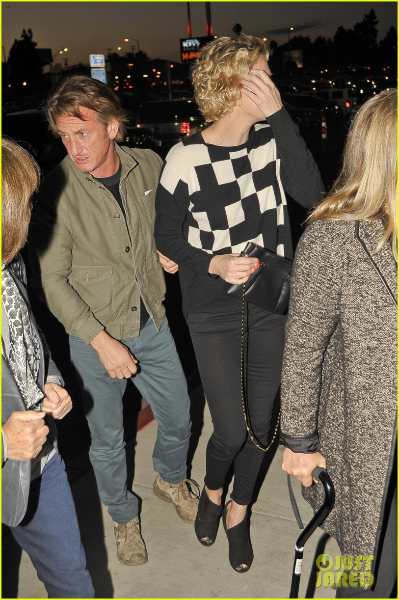 charlize theron sean penn not engaged yet 033100336