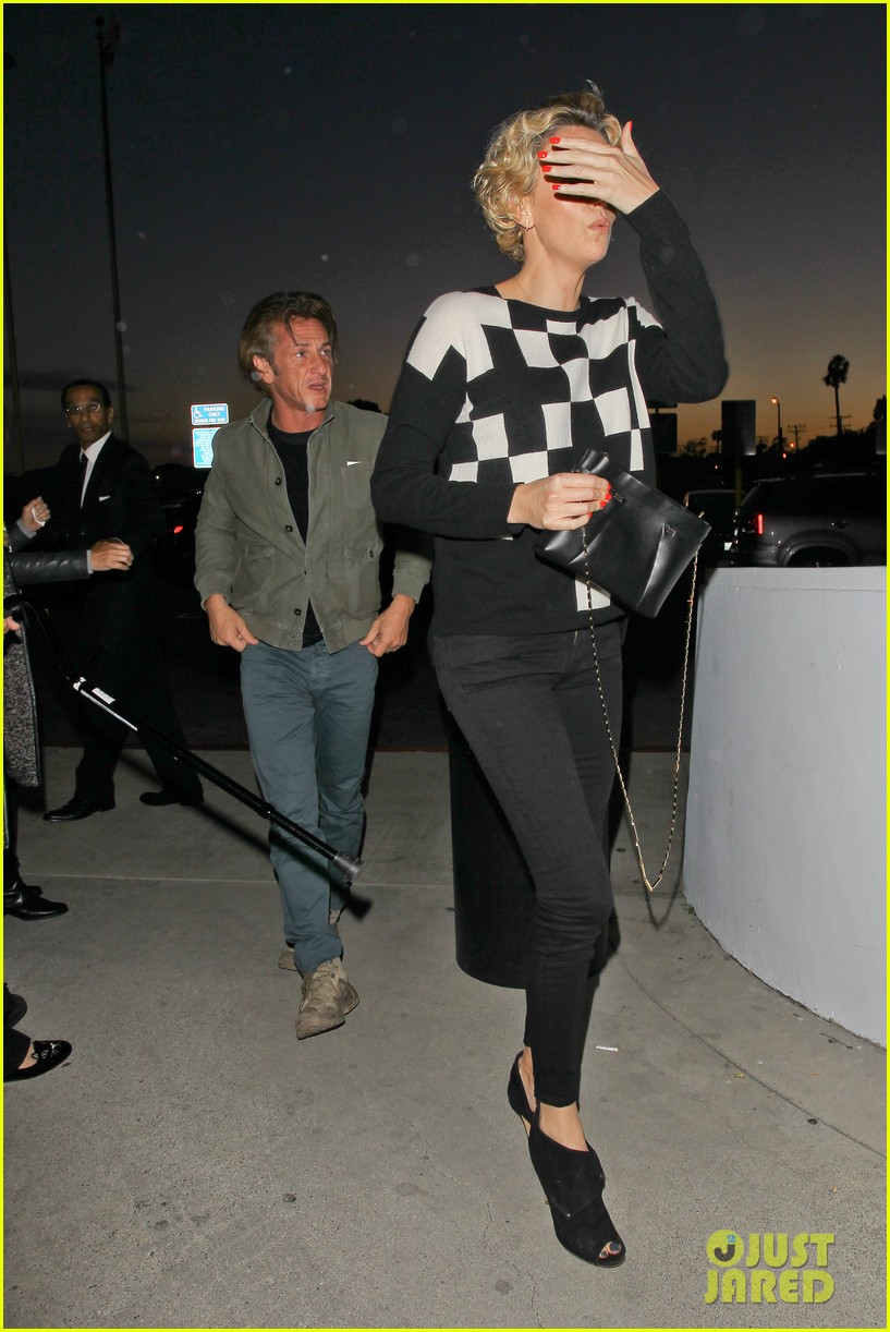charlize theron sean penn not engaged yet 053100338
