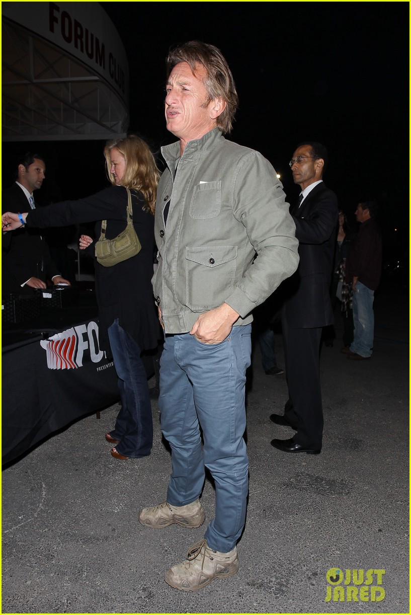 charlize theron sean penn not engaged yet 163100349