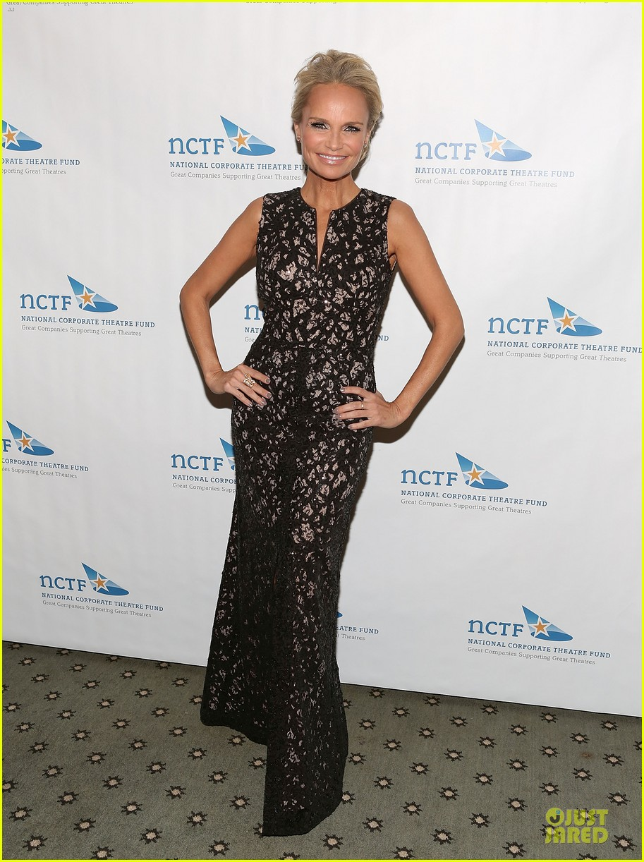 kristin chenoweth leadership is recognized 013082631