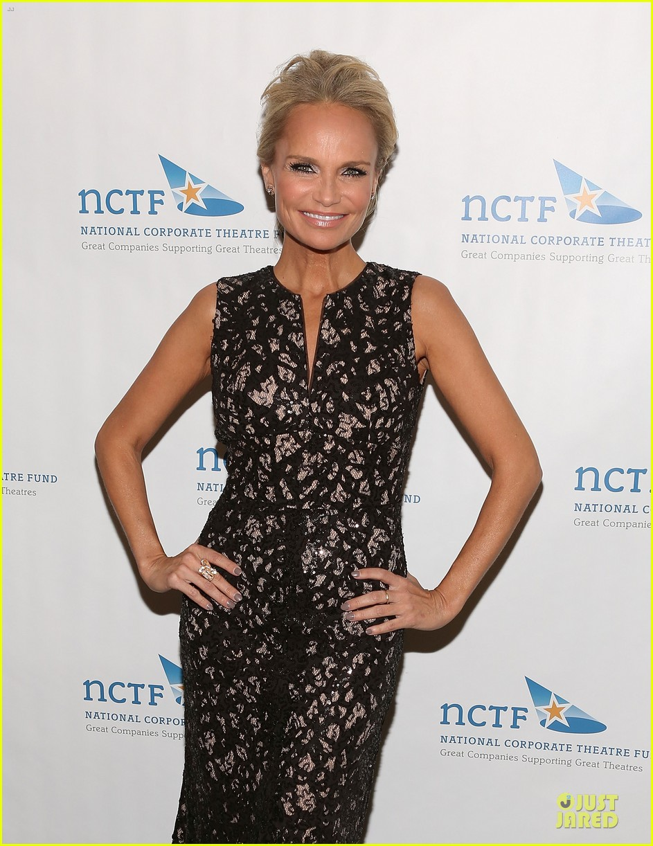 kristin chenoweth leadership is recognized 063082636
